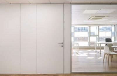 Puertas mamparas despachos